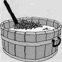 Для размешивания отвара используют деревянный чан.